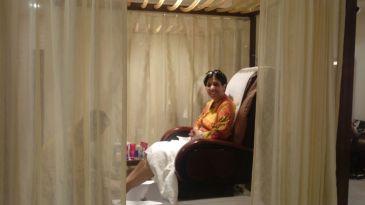 Start Up Consultant Roli Lal enjoy a Cabana pedisure