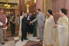 TLL delegates with honorable President of India (1)
