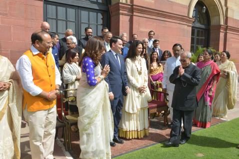 TLL delegates with honorable President of India (3)